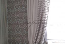 Французское окно украшено римской из французской сетки и оформлено по бокам двух видов портьеры из льна ( коллекция Dayling)