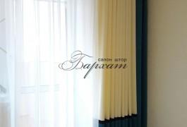 Шторы для спальни. Дизайн штор. Текстиль в интерьере. Портьера из молочного, коричневого и бирюзового плюша. Тюль из вуали цвета шампань. Салон штор