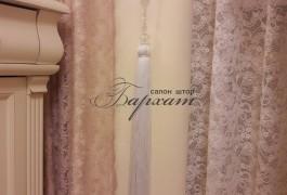 Шторы для спальни. Дизайн штор. Портьера-молочный плюш с розовым кружевом. Тюль-французская сетка. Салон штор
