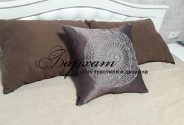 Подушки на кровать в спальню декоративные