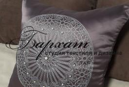 Декоративные подушки в спальню