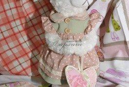Кроме текстиля в интерьере немаловажным украшение являются аксессуары, например интерьерные игрушки.