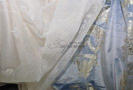 Напыления золота и серебра на тканях пролоджает быть актуальным, что и предлагают нам итальянские дизайнеры в новой коллекции Versace