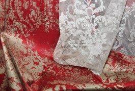 Дизайнеры Versace не смотря на новизну тканей, придерживаются классических сочетаний.