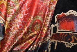 В коллекции Versace свою нишу занимает максимальное сочетание принтов с разной тематикой.