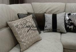 Декоративные подушки в гостиную. Ткани - плюш, сатен, сетка фирмы Espocada, фактурная ткань фирмы DayLight, бархат и двусторонние пайетки.