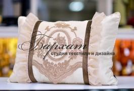 подушка с кружевом