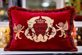 вышивка на декоративной подушке