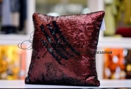 подушка с двухсторонними паетками. на обратной стороне - бархат, благодаря чему подушка может быть практичной